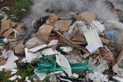 Incendio appiccato in via Gentile: la Polizia locale individua gli autori grazie ad un gruppo social