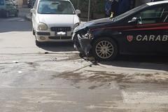 Inseguono ladri d'auto su via Don Lotti: incidente per una gazzella dei Carabinieri di Andria