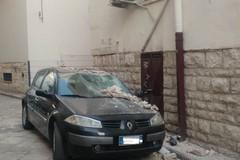 Cade cornicione da una palazzina: evitata tragedia nei pressi di Porta la Barra