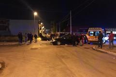 Violento incidente stradale con due feriti: auto si cappotta tra le vie Gellio e Pacuvio
