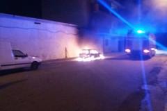 Incendiate due auto nella notte: nelle vie D'Azeglio e Accetta. I VIDEO