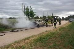 Prende fuoco autovettura: miracolosamente illeso un uomo che si trovava alla guida
