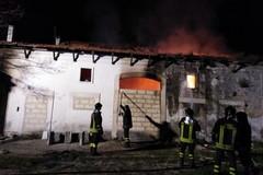 Vasto incendio in una villa antica in contrada Cappuccini Fratta: sul posto VV.F. Polizia locale e Carabinieri