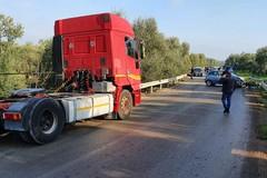 Assaltano cisterna d'olio a Terlizzi. In fuga provocano un incidente ed abbandonano il mezzo fra Andria e Bisceglie