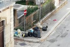 """Via Eritrea: """"Da sei anni dimenticati da tutti, anche dal servizio di raccolta rifiuti"""""""