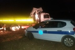 Pronti per compiere un colpo: ladri in azione abbandonano camion rubato nei pressi di Castel del Monte