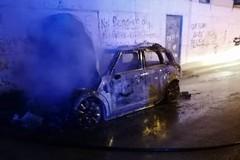 Autovettura prende fuoco in via Ospedaletto: intervento dei Vigili del Fuoco