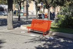 Panchine Rosse comparse per Andria: si tratta di un progetto artistico di Roberta Fucci