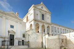 Un flashmob contro la criminalità sulla scalinata della chiesa del Carmine