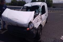 Brutto incidente sulla Andria-Barletta, un'auto con una donna a bordo si ribalta