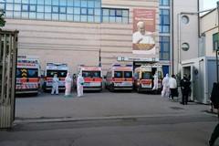"""Emergenza covid 19: Al """"Bonomo"""" 10 ambulanze in attesa di affidare altrettanti pazienti"""
