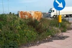 Grossi massi alla rotatoria sulla provinciale Andria-Trani: Montaruli presenta esposto in Procura
