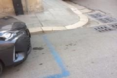 La differente disciplina della sosta agli incroci se parcheggio a pagamento o a libera sosta
