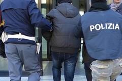 Rapina e lesioni: due giovani arrestati dalla Polizia di Stato