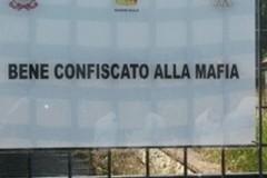 Beni confiscati alla mafia: l'on. D'Ambrosio e la consigliera Di Bari (M5S) difendono don Geremia Acri