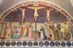 Sotto la croce di Cristo, a meditare sul suo amore che va «fino alla fine»