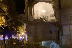 Crolla palazzina in via Pisani, una donna anziana si trovava all'interno