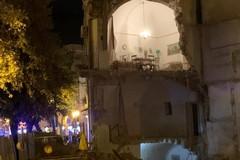 Le immagini del crollo di via Pisani