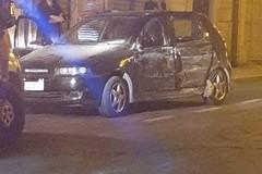 Incidente in via Orsini: auto finisce fuori strada, ferito un giovane 22enne