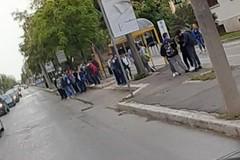 """Assembramenti fermate autobus, Lodispoto: """"Serve che si rafforzi il servizio"""""""
