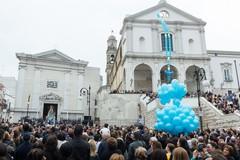 Segni di devozione alla Vergine Maria: levata in cielo una gigantesca corona del Rosario
