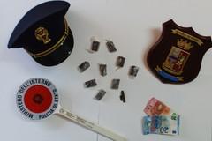 Odore di droga in casa, arrestato 48enne incensurato