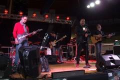 Musica e solidarietà al concerto dei Vasconnessi presso il Palasport