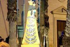 Da oggi in piazza Cappuccini svetta la statua di una madonna nera, è la Madonna di Loreto