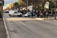 Incidente stradale su viale Gramsci all'altezza della Caserma dei Carabinieri