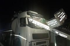 Spettacolare incidente sull'Andria-Canosa: si sgancia carrello per traslochi che finisce dentro motrice di un tir