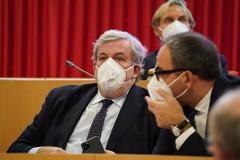 Covid, la Puglia è gialla ma Emiliano lancia appello: «Le famiglie gestiscano didattica da casa»