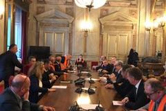 """Firmato decreto legge emergenze agricole, soddisfatti i gilet arancioni: """"Impegno a migliorare il testo"""""""