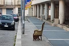 Ancora abbandono di vecchio mobilio per le strade cittadine