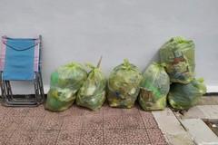 3Place: in via Manara due cittadini andriesi ripuliscono l'area giochi dalla sporcizia