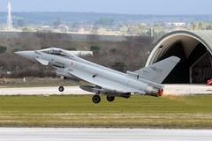Caccia Eurofighter 36° Stormo di Gioia del Colle intercettano velivolo civile che aveva perso contatto radio