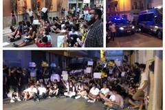 Contestato Salvini in viale Crispi e davanti alla sede del comitato elettorale di via Duca d'Aosta