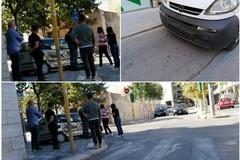 Spettacolare incidente tra via Duca di Genova e corso Cavour: Fiat Punto finisce distrutta sul marciapiede