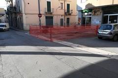 Cedimento in via Garibaldi angolo via Piemonte: ma non è niente di grave