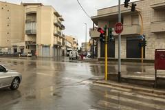 Torna a funzionare l'impianto semaforico di viale Togliatti con via Croce