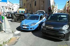 Auto si ribalta in piazza Ruggero Settimo per una mancata precedenza