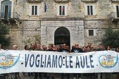 """Anche il dirigente,i docenti e il personale ATA alla protesta del Liceo Scientifico """"R. Nuzzi"""" di Andria"""