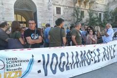 Nuzzi in protesta: il Prefetto Minerva dalla parte del Liceo
