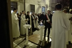 Accesa la lampada della Pace nella chiesa delle Sacre Stimmate