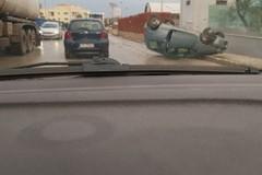 Ribaltata un'auto sulla strada provinciale Andria-Trani