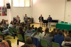 Prevenzione tumori: conferenze nelle scuole della Bat con l'equipe del Bonomo