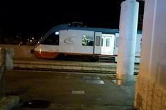 Ferrotramviaria: treni da e per Bari bloccati per un'ora da auto ferma sui binari. L'odissea dei passeggeri
