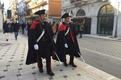 Festività natalizie: Carabinieri in alta uniforme per le vie del centro cittadino
