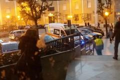 Due giovani cadono da un ciclomotore su viale Pietro Nenni: in codice giallo al Bonomo