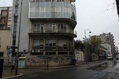 """Cadono pezzi di frontalini dai balconi del """"L. Bonomo"""""""