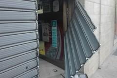 Colpo alla tabaccheria di via Umberto Giordano: portate vie stecche di sigarette e gratta e vinci